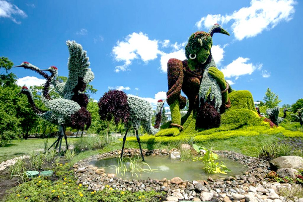 Amazing �green� animal sculptures