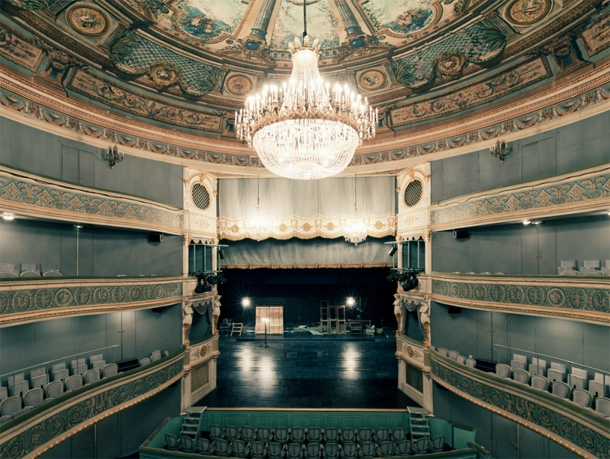 Extravagant and magnificent theaters in Paris